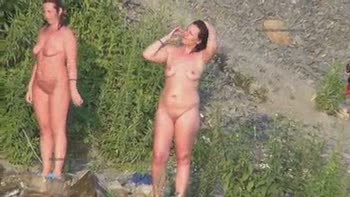 Naked Girls Shaking Their Ass